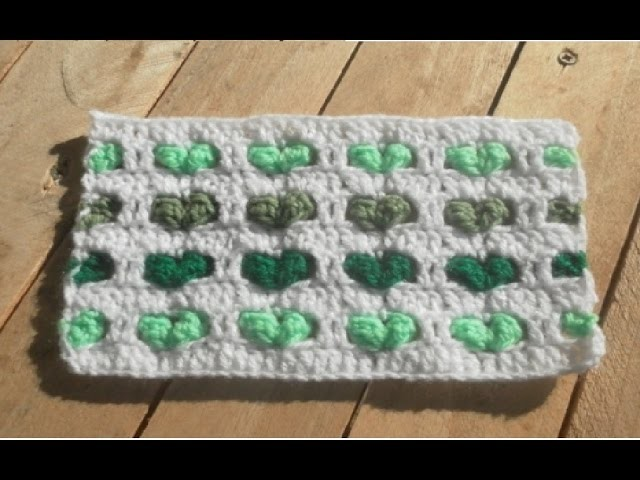 Crochet point coeur en relief. corazones en relieve crochet
