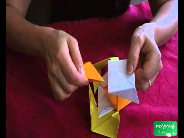 Fabrication d'un cube suivant l'art de l'origami