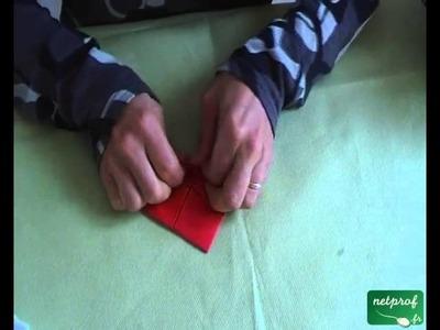 Fabrication d'un père noël suivant l'art de l'origami