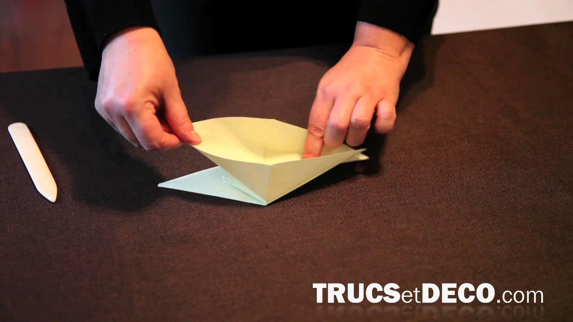 Faire une grue japonaise en origami - Tutoriel par trucsetdeco.com