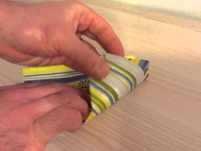 Plier une serviette en sapin de Noël - Pliage arbre origami
