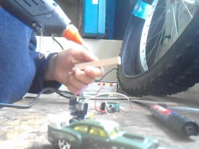 [TUTO] coment faire une voiture à moteur!(partie 1)