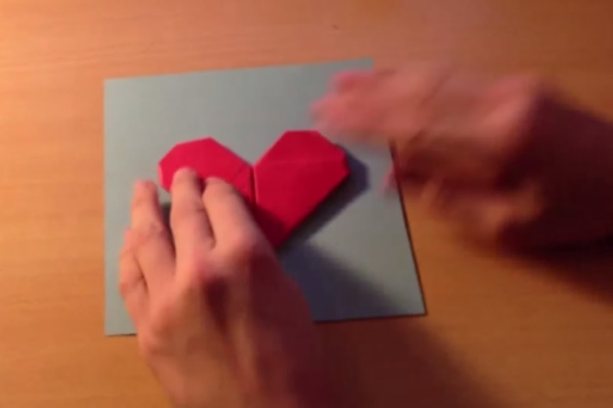 Fabriquer une carte avec un coeur en origami - Astuce Pliage Papier