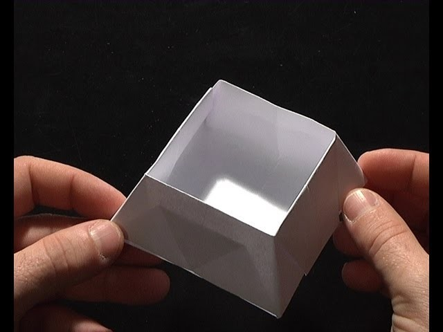 Origami pliage papier panier bonbon