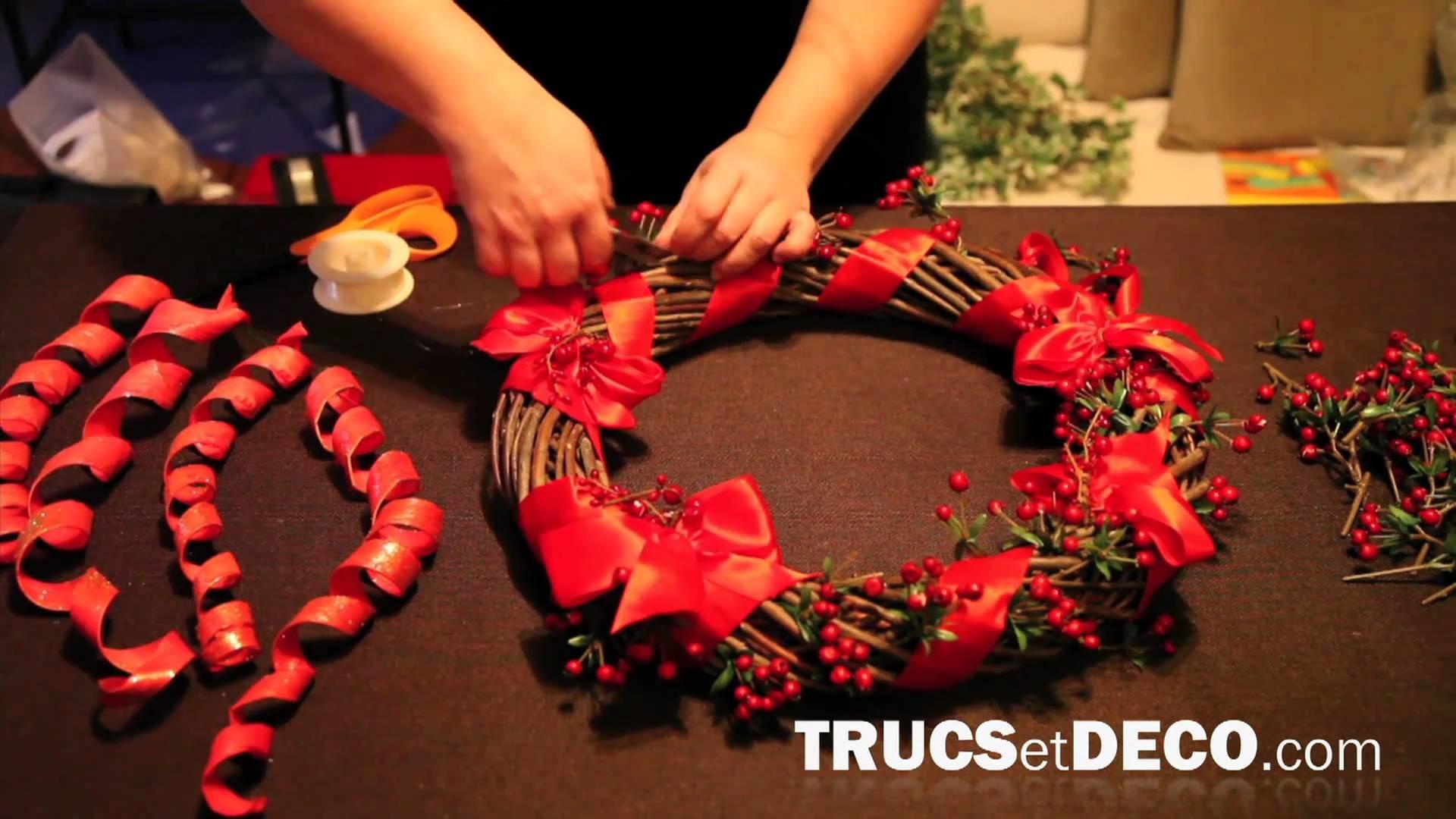 Faire une couronne de Noël - Tutoriel par trucsetdeco.com