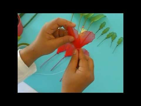 Fabrication d'un hibiscus en collant - partie 2.2. Nylon Hibiscus