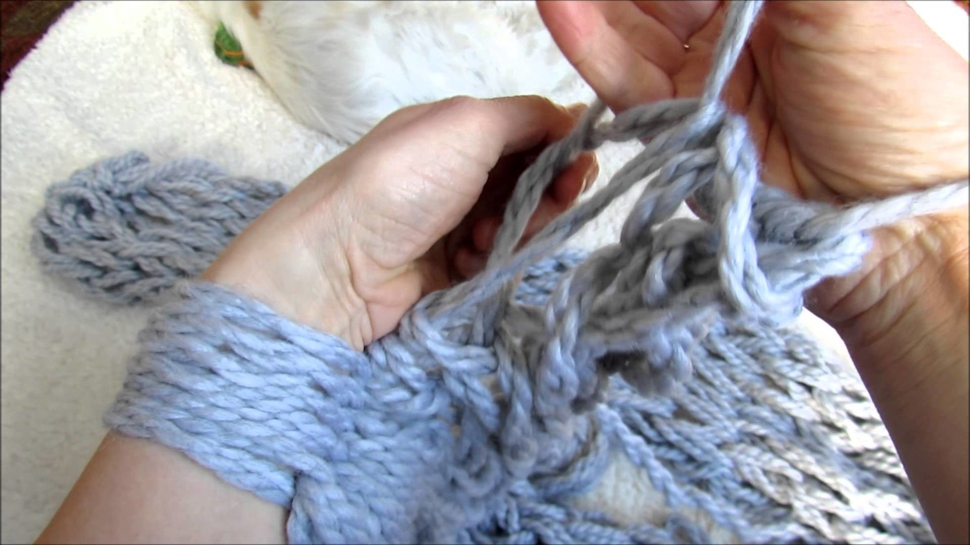 Foulard tricoté avec les mains tutoriel Tutorial on how to make a scarf without needles Arm Knit