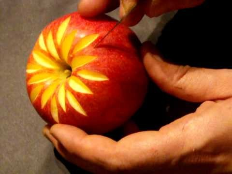 Déco sur pomme, carving in apple