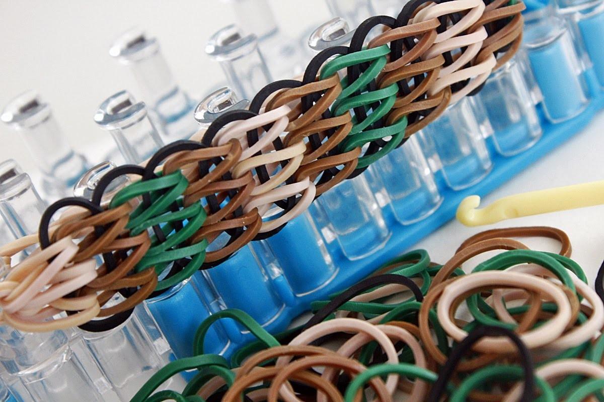 """TUTO : bracelet élastique simple à trois rangs """"camouflage"""" - Rainbow Loom (en Français)"""