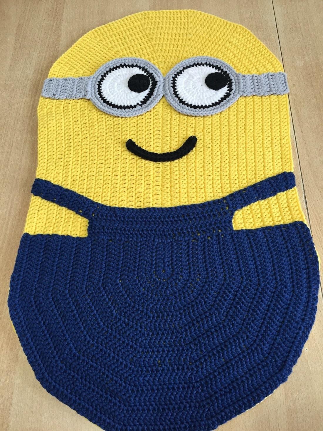 Carrelage Design tapis crochet Tuto Facile Tapis, coussin Minions au crochet, My Crafts and DIY ...