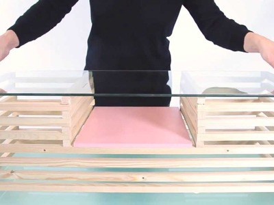 DIY : une table basse en bois et verre