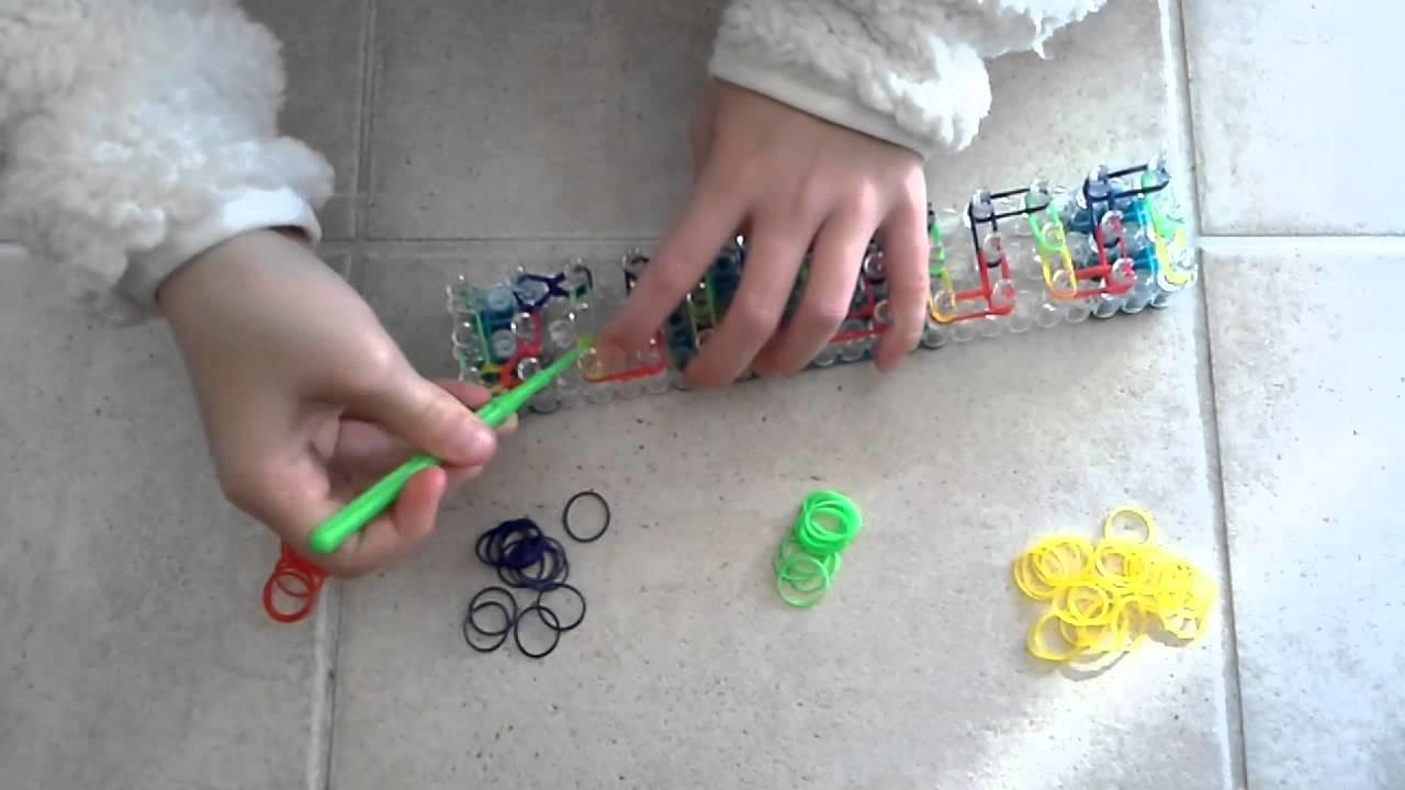 Création d'un bracelet Rainbow Loom avec médaillon