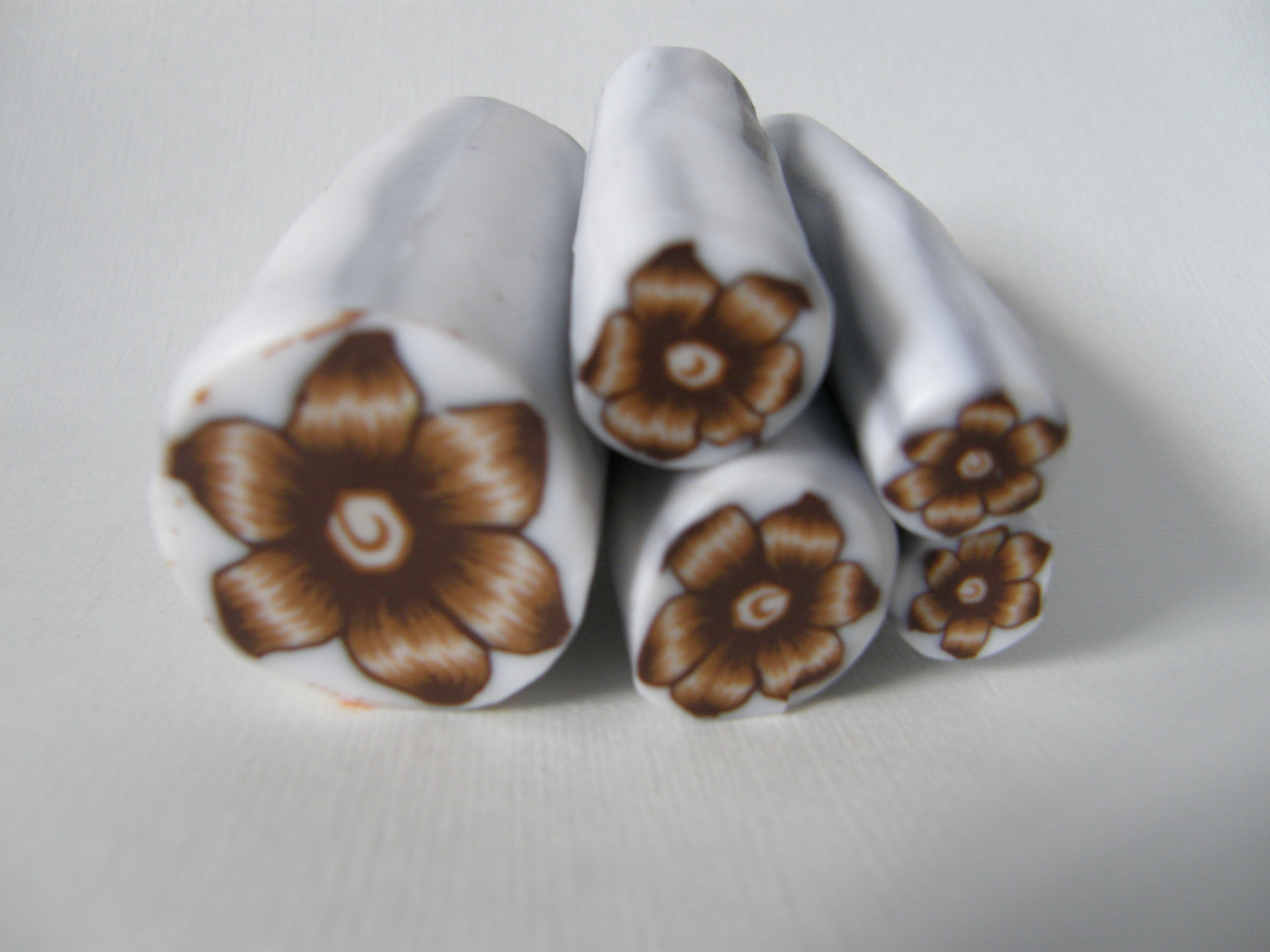 Murrina flor marrón en arcilla polimérica - Polymer clay brown flower cane