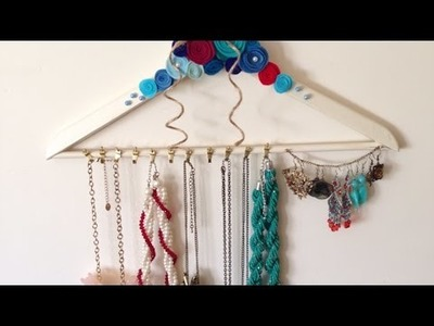 Transformez un cintre en porte-bijoux - DIY Mode - Guidecentral