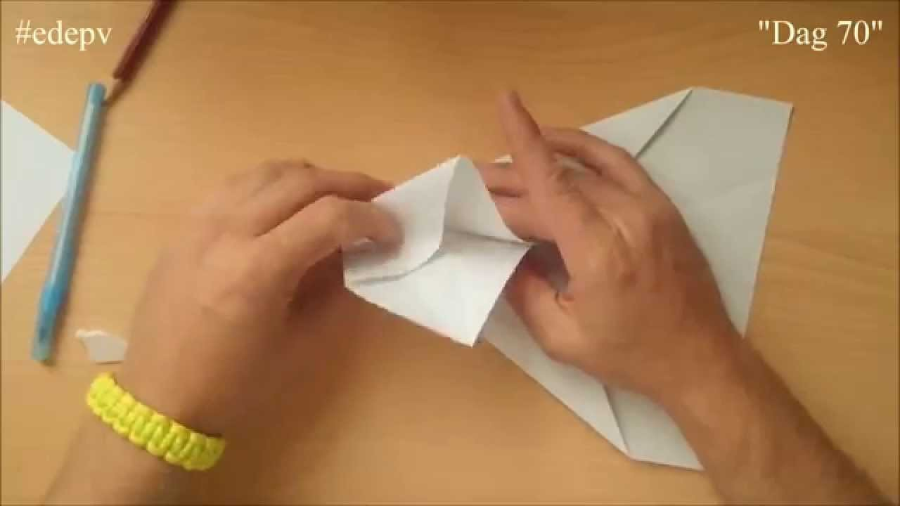 Edepv 070 Lelystad Papieren vliegtuig vouwen. Paper airplane folding. Avion en papier pliage