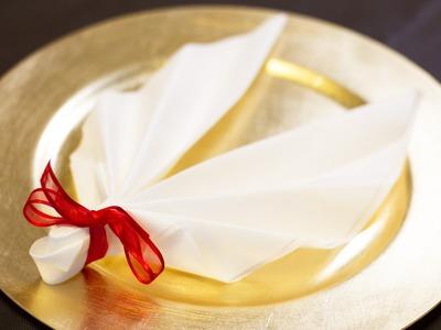 DIY Noël : Pliage de serviette en forme d'ailes d'ange