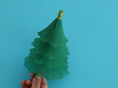 Fabrication d'un sapin de Noël en collant. Nylon Christmas Tree
