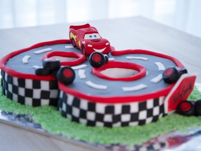 Gâteau d'anniversaire Cars (décoration en pâte à sucre)