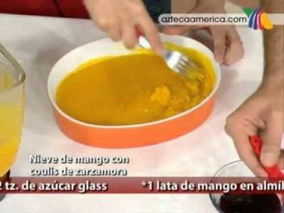 Nieve de mango con coulis de zarzamora
