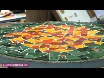 Relooker une table bistrot avec une mosaïque