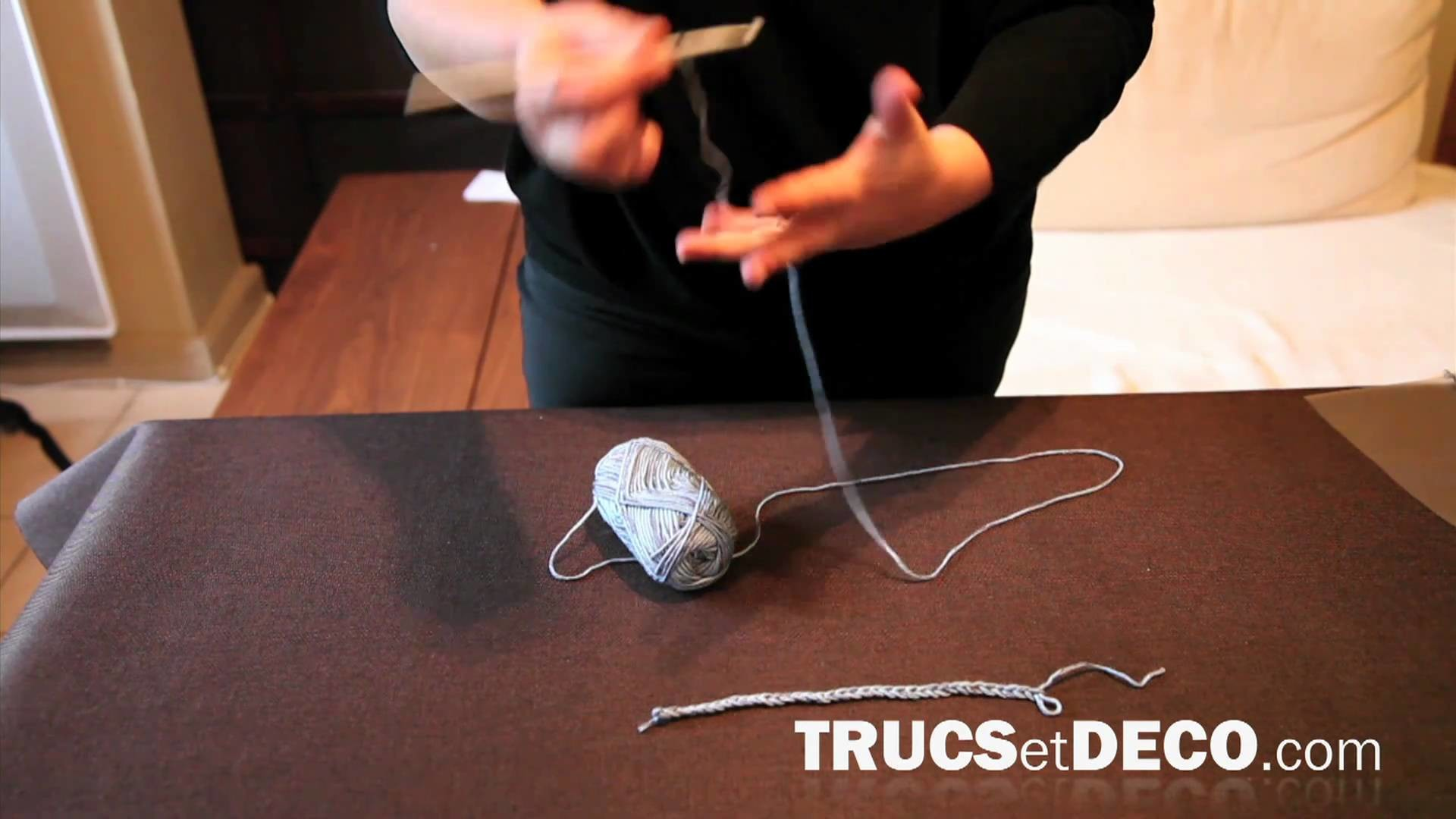 Chainette en crochet - Tutoriel par trucsetdeco.com