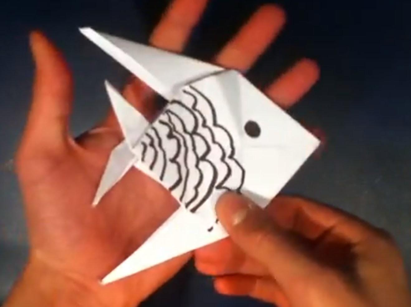 Faire un poisson chinois en origami - Fabriquer un poisson en papier