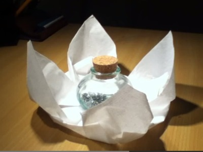Faire une fleur de lotus en origami - Décoration de table