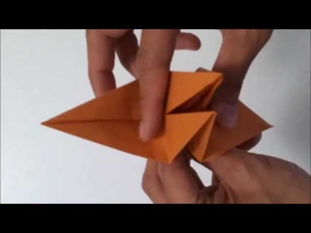 Origami : oiseau qui bat des ailes