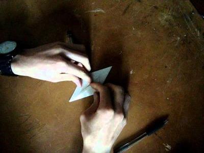 Origami oiseau qui bat des ailes.