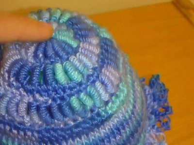 Crochet - Bonnet avec chenilles et noeuds d'amour