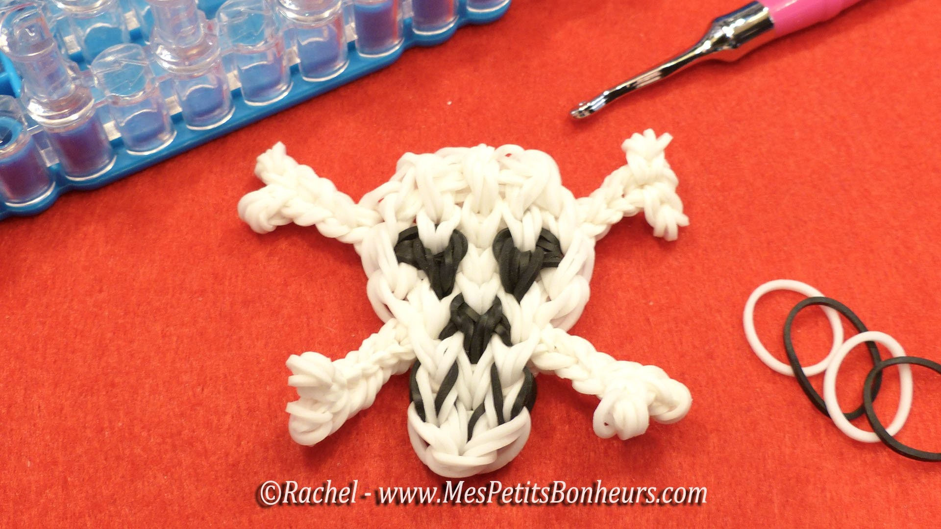 Loom Skull -Tête de mort en élastiques - déco Pirates ou Halloween