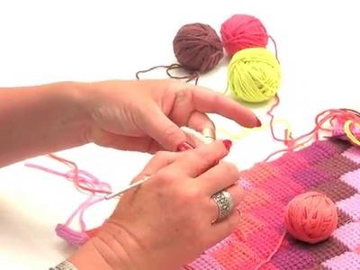Crochet tunisien : Assembler des carrés de couleurs différentes - L'atelier Edisaxe