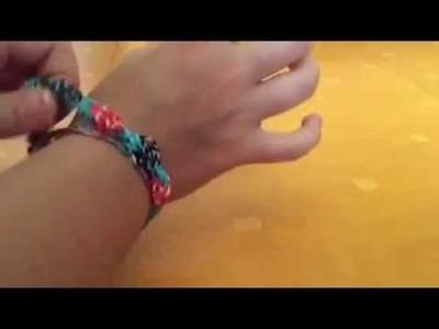 Comment faire un bracelet tulipes en élastiques - tuto