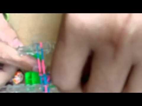 Comment réaliser un bracelet élastique fishtail RAINBOW LOOM Français