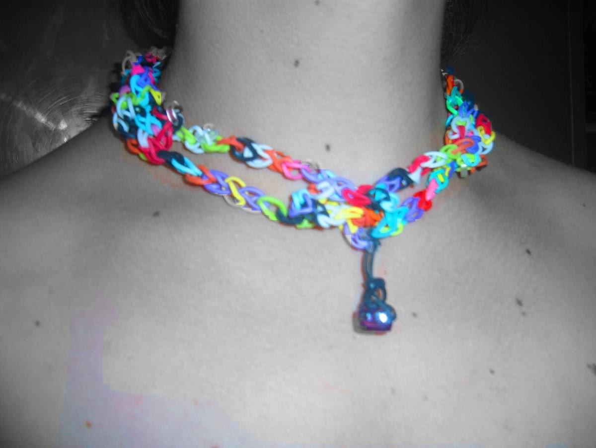 Collier rainbow loom élastiques colorés