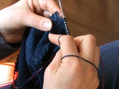 Tricoter une encolure en côtes en associant le dos (Kaleido)