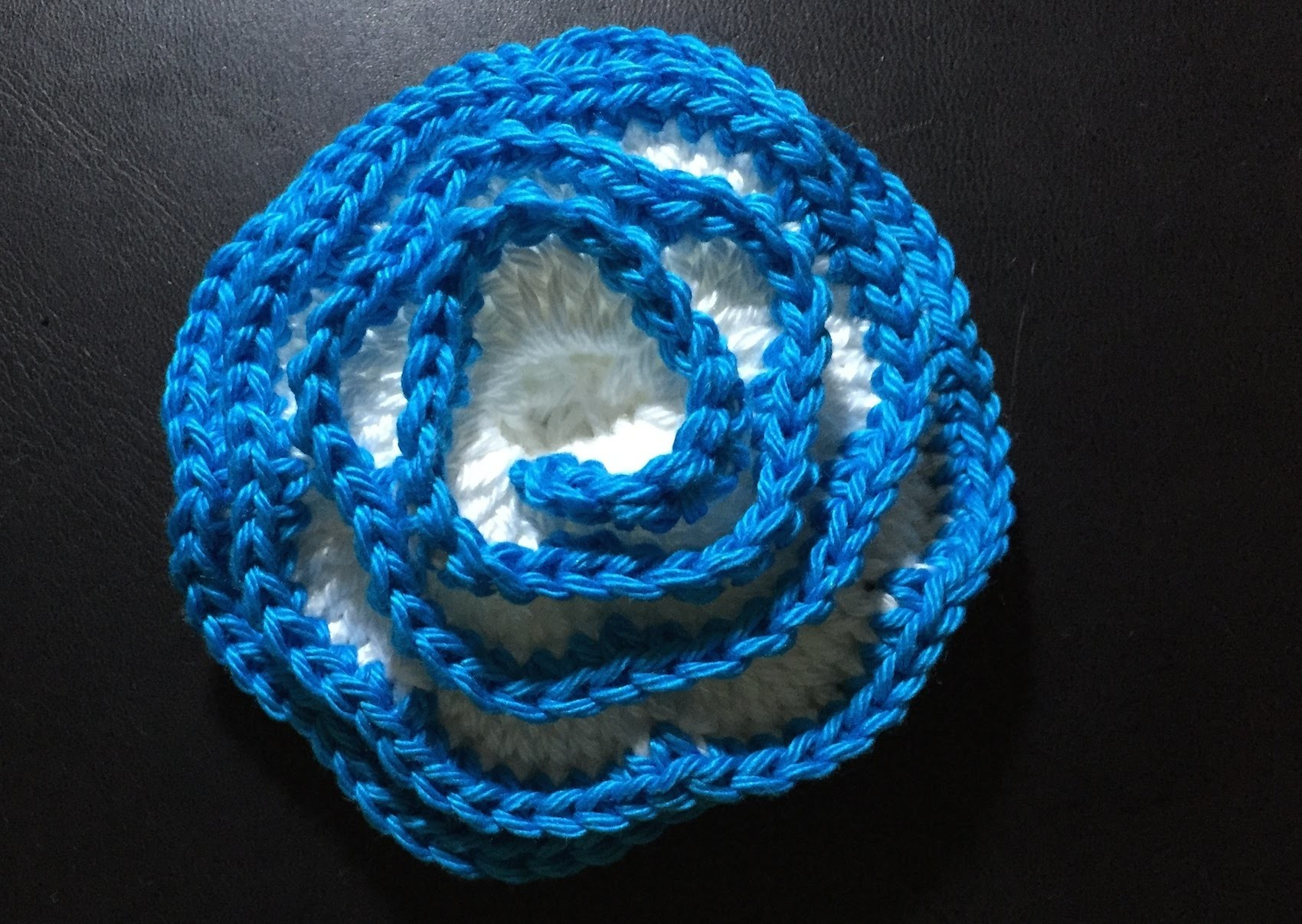 Tuto crochet facile ajouter de la couleur aux roses crochet