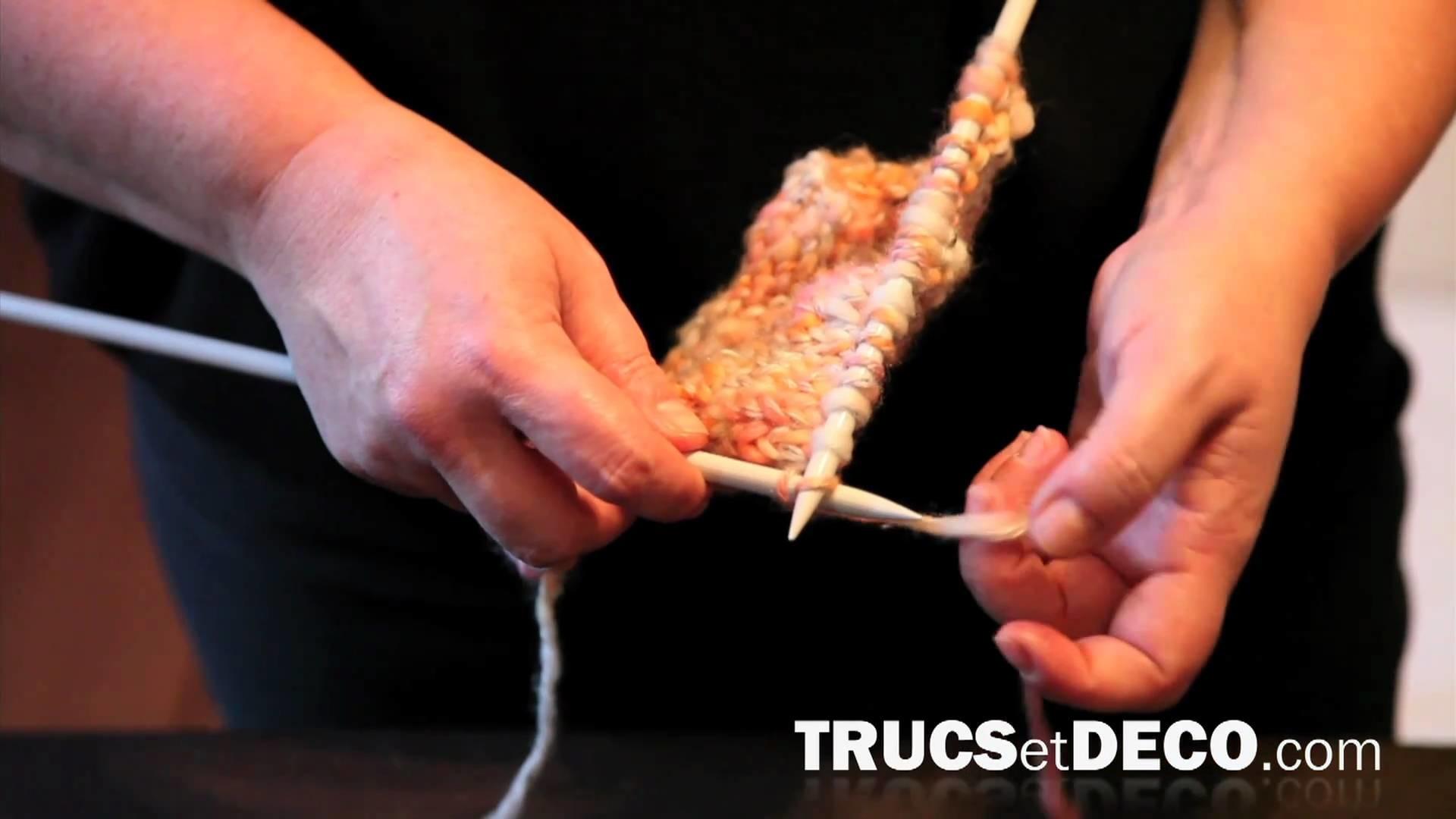 Maille à l'endroit en tricot - Tutoriel par trucsetdeco.com