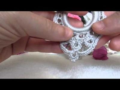 Orecchini bijoux fashion e eleganti pendenti , realizzati a uncinetto.