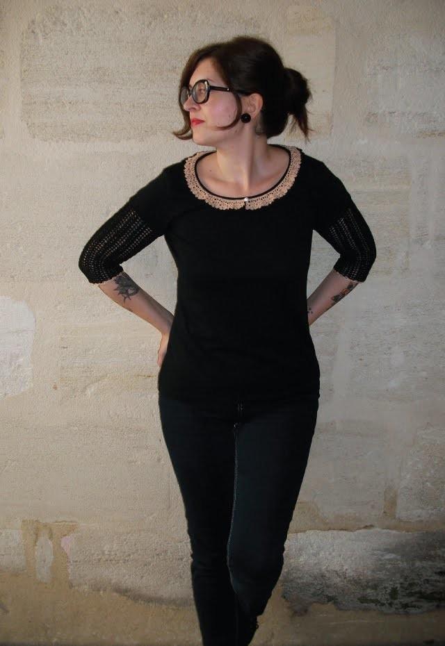 """T-shirt """"Romantique"""", style vintage, création de BySP, DIY au crochet."""