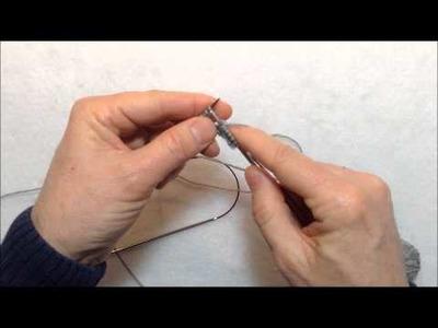 Comment tricoter 2 bas en même temps avec 2 aiguilles circulaires