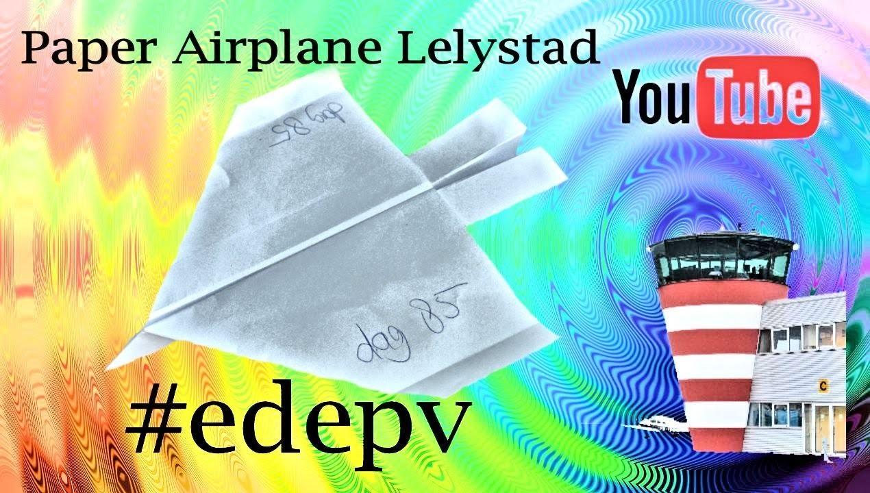 Edepv 085 Lelystad Papieren vliegtuig vouwen. Paper airplane folding. Avion en papier pliage