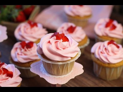 Recette de cupcakes aux fraises. strawberry cupcakes. طريقة الكب كيك بالفراولة