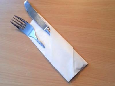 Plier une serviette en range couvert - Décorer une table pour réception