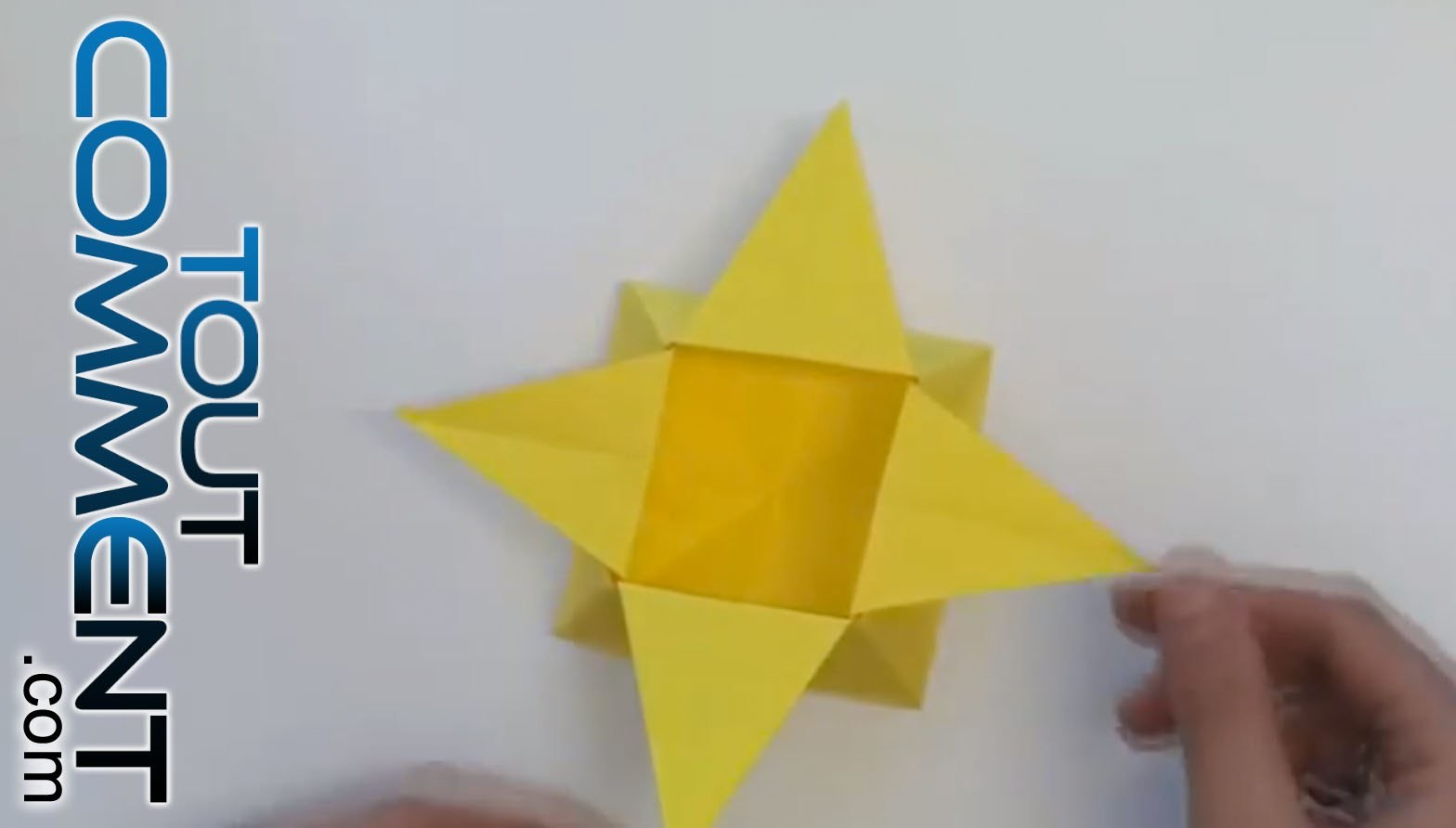 tuto origami bo te en forme d toile. Black Bedroom Furniture Sets. Home Design Ideas