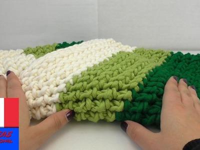 Crocheter une écharpe tube tricolore. DIY avec crochet et laine. Pour l'hiver