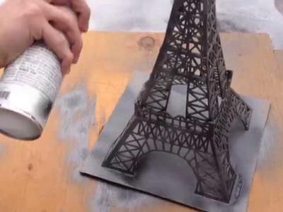 Construction de la Tour Eiffel en bâtons d'allumettes