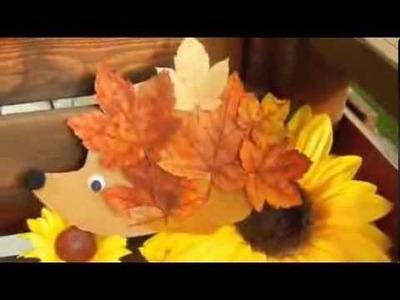Hérisson réalisé avec des feuilles d'automne. Decorations from Autumn Leaves