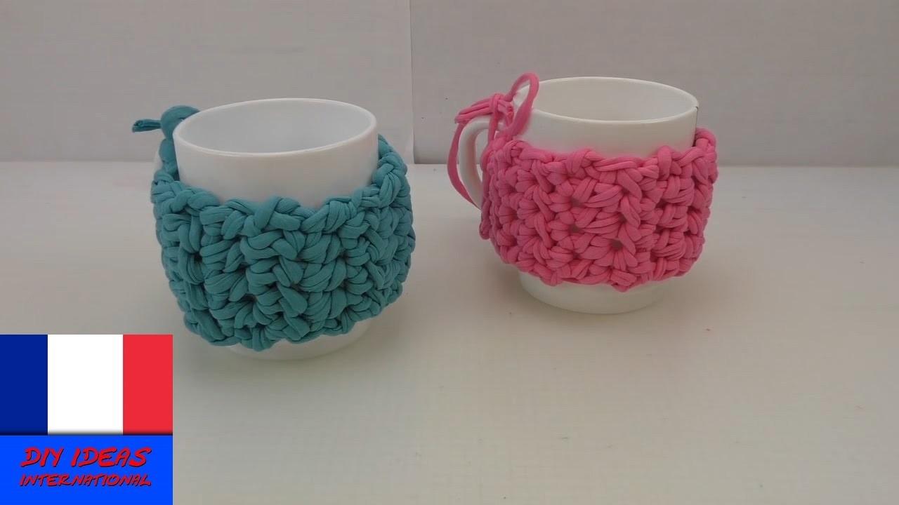 Crocheter un habit pour mug ou tasse. Bande de laine de protection pour tasse chaude