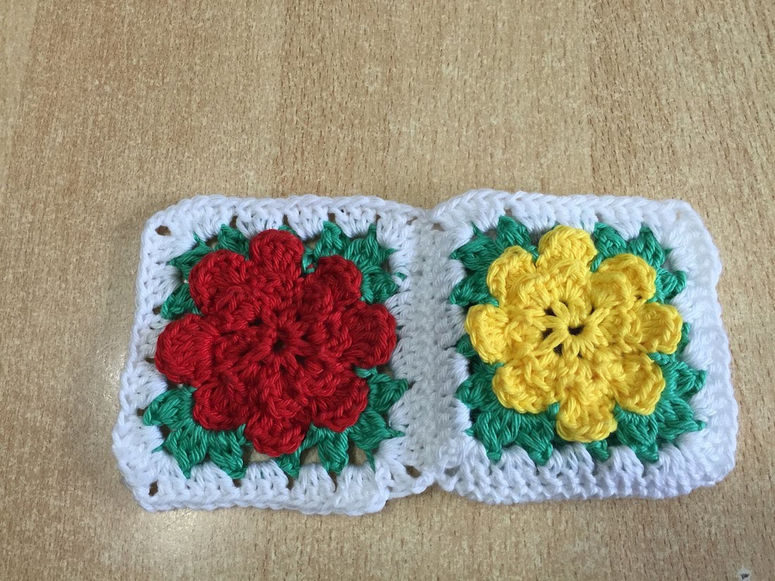 tuto granny fleur au crochet. Black Bedroom Furniture Sets. Home Design Ideas